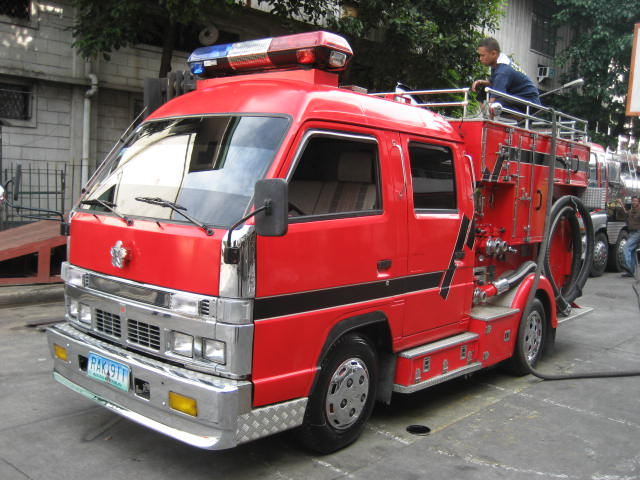 Isuzu NKR Super Custom Mini Pumper
